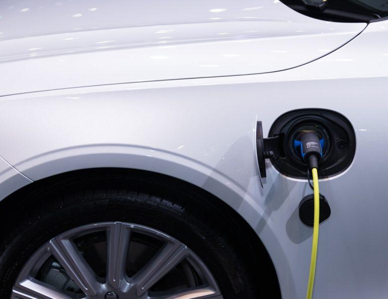Fotowoltaika w ładowanie samochodu elektrycznego