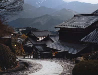 Krycie dachu blachodachówką – poradnik krok po kroku