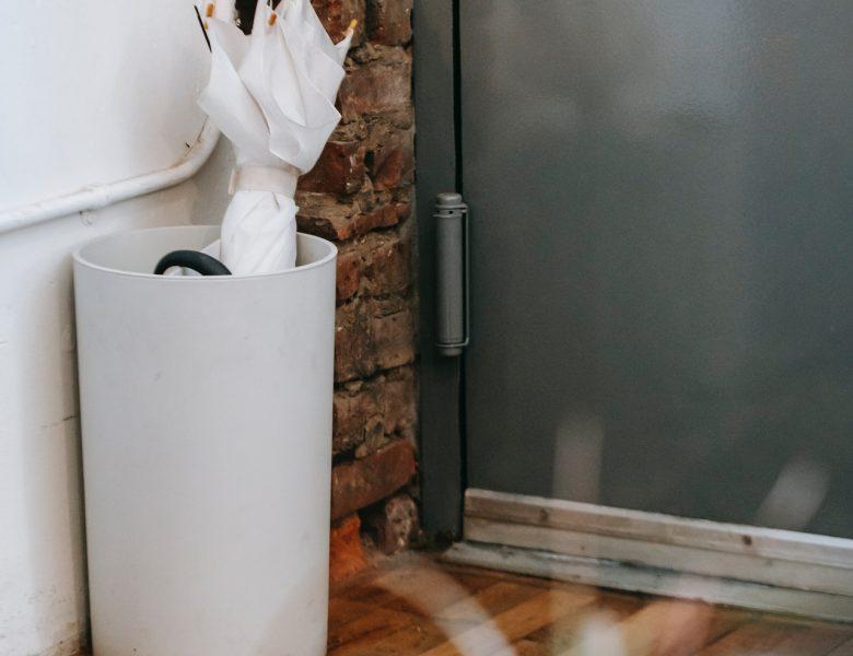Zawiasy do drzwi – małe produkty wpływające na funkcjonowanie drzwi